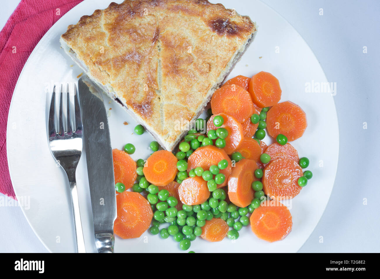 Meat and potato pie with garden peas and carrots - Stock Image