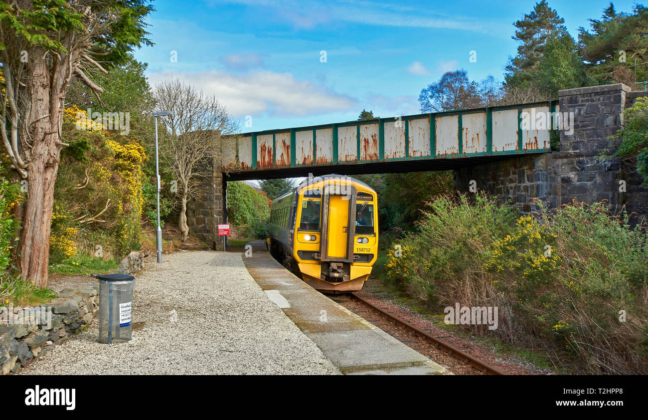 PLOCKTON WESTER ROSS SCOTLAND WEST COAST SCOTRAIL TRAIN APPROACHING PLOCKTON STATION - Stock Image