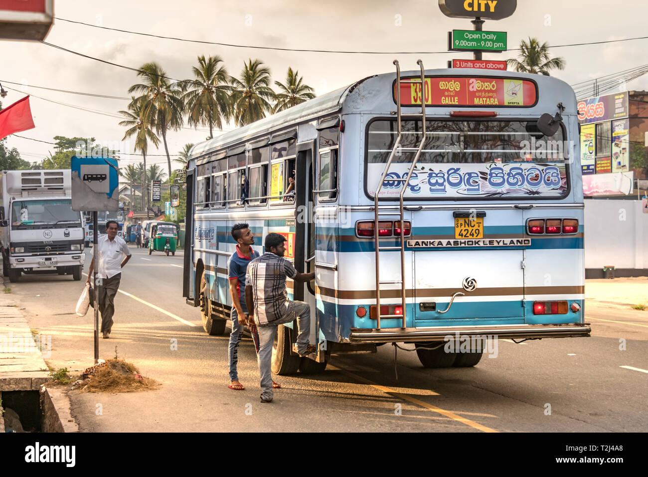 Sri Lanka Bus Stock Photos & Sri Lanka Bus Stock Images - Alamy