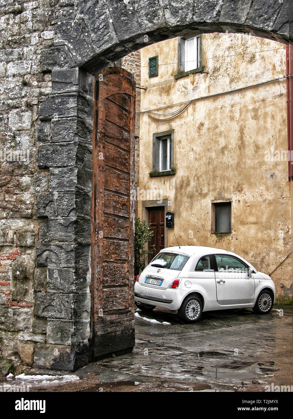 Entrance to walled city - Italy - Stock Image