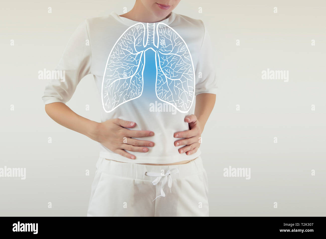 highlighted blue  healthy lungs on woman body - Stock Image