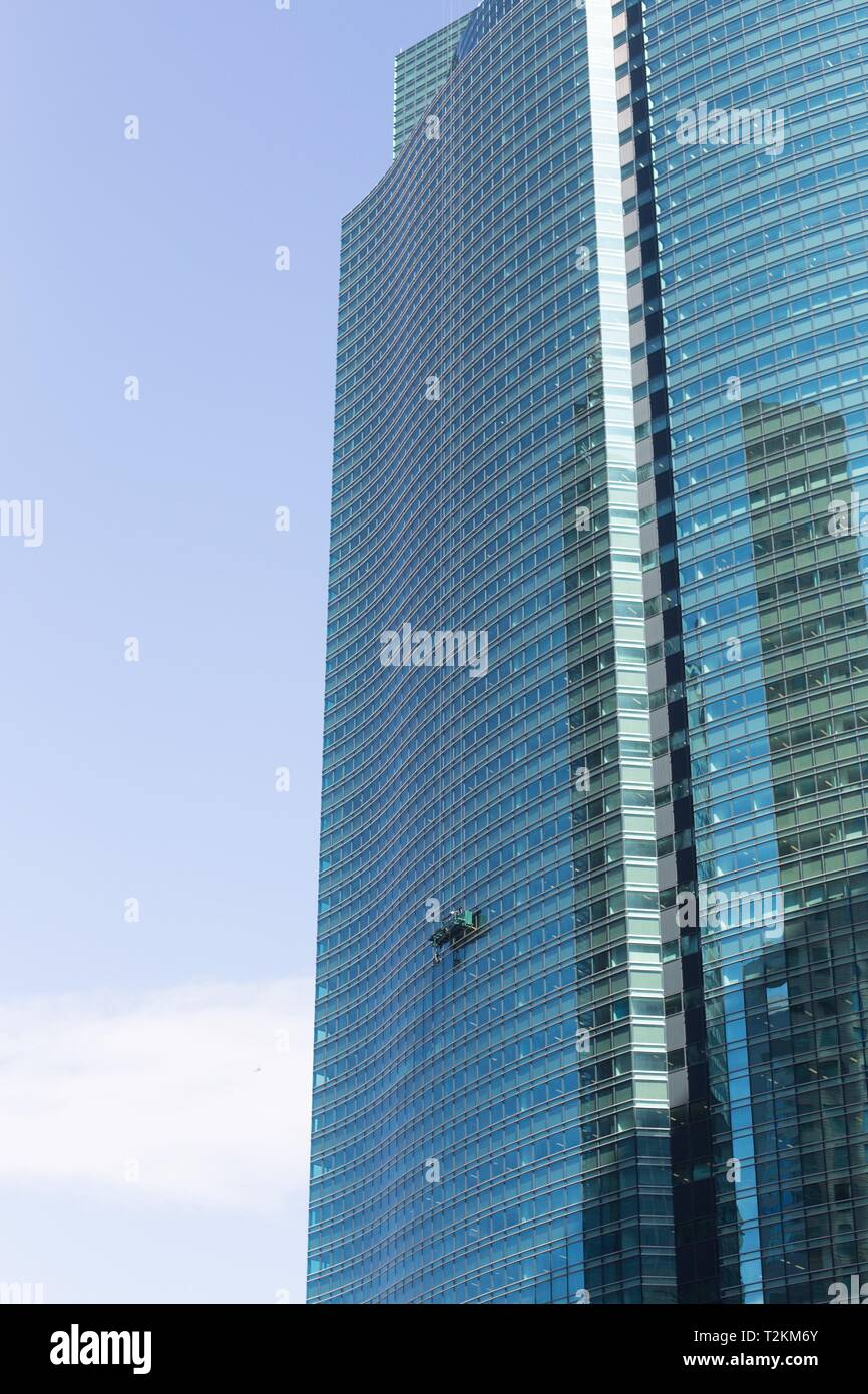 Window washers at Shiodome City Center skyscraper in Tokyo, Japan. - Stock Image