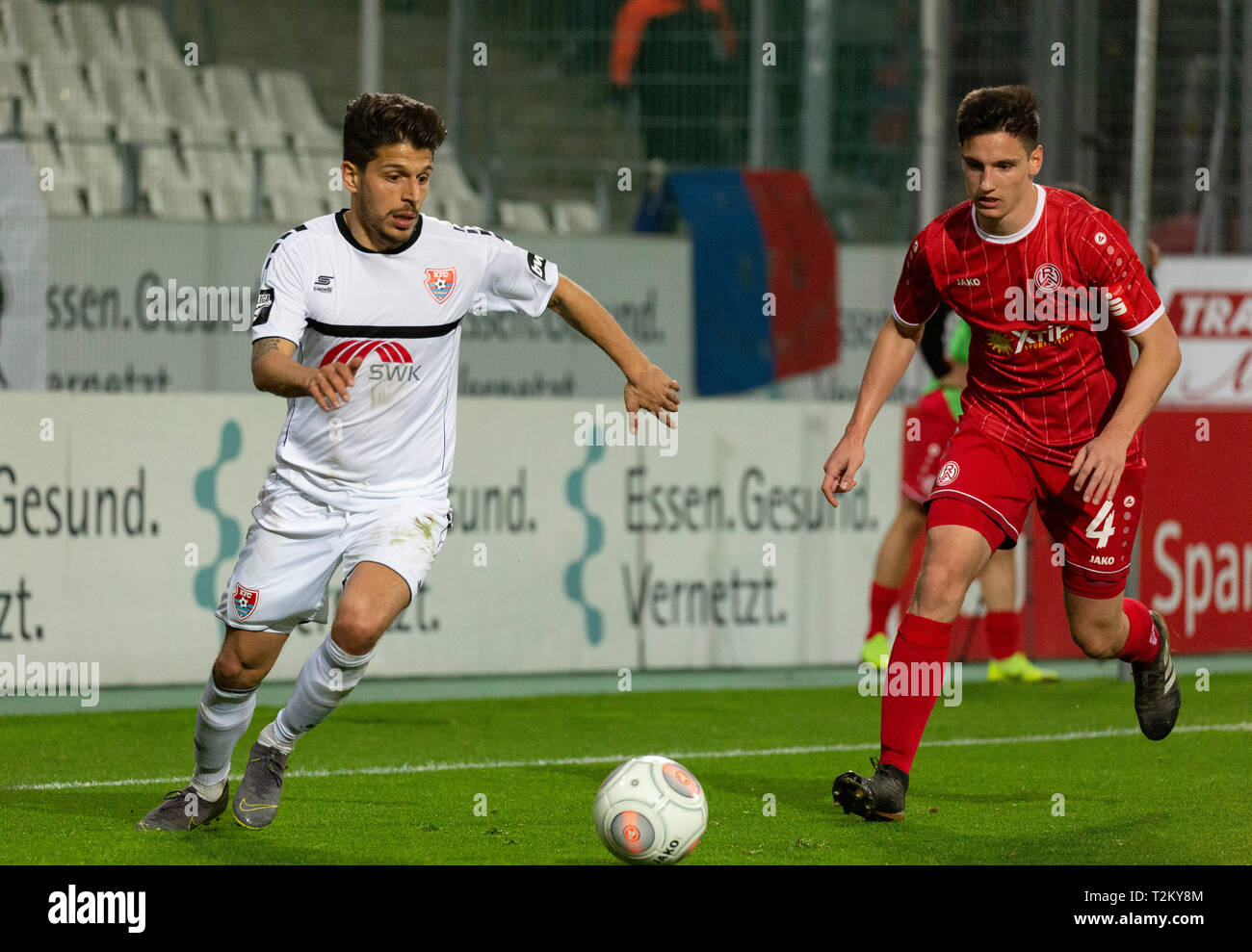 sports, football, Lower Rhine Cup, 2018/2019, semifinal, Rot Weiss Essen vs KFC Uerdingen 0-2, Stadium Essen, Hafenstrasse, scene of the match, Roberto Rodriguez (KFC) left and Noah Korczowski (RWE) Stock Photo
