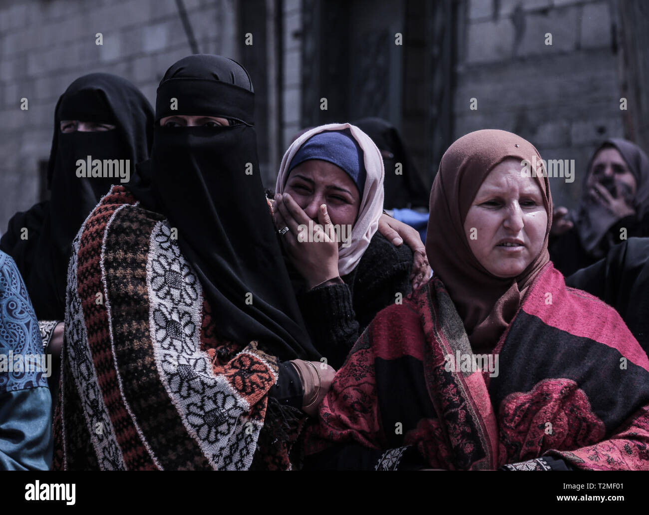 Relatives of the deceased are seen mourning during the funeral ceremony of Faris Abu Hijras, 26, who was killed by Israeli troops east of Khuza'a near the Israeli-Gaza border during the Palestinian Land Day demonstrations. - Stock Image