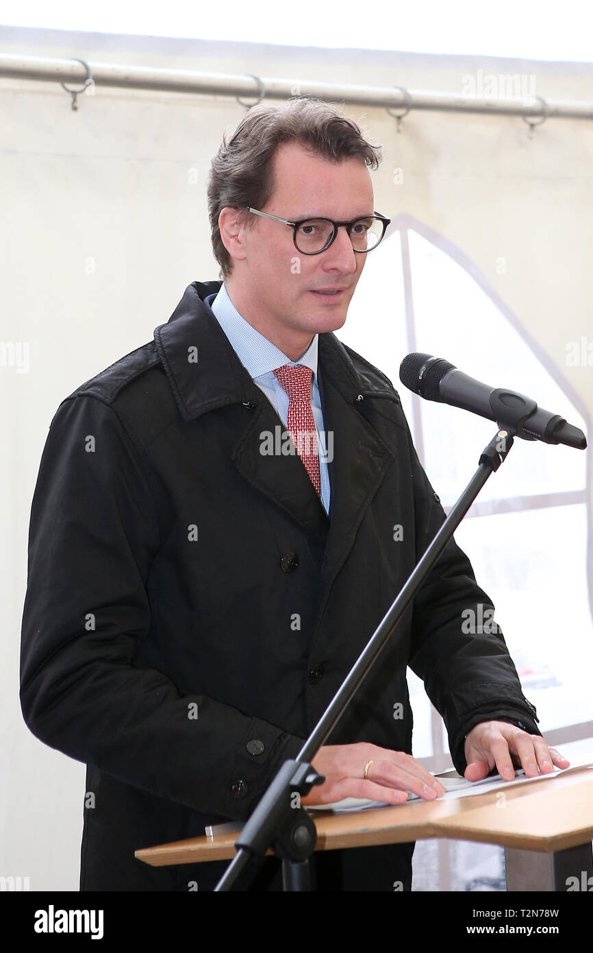 Hagen, Germany. 3rd Apr, 2019. Greetings to the groundbreaking ceremony for the replacement of the valley bridges Kattenohl and Brunsbecke from HENDRIK WUEST Minister of Transport of North Rhine-Westphalia Credit: Maik Boenisch/ZUMA Wire/Alamy Live News Stock Photo