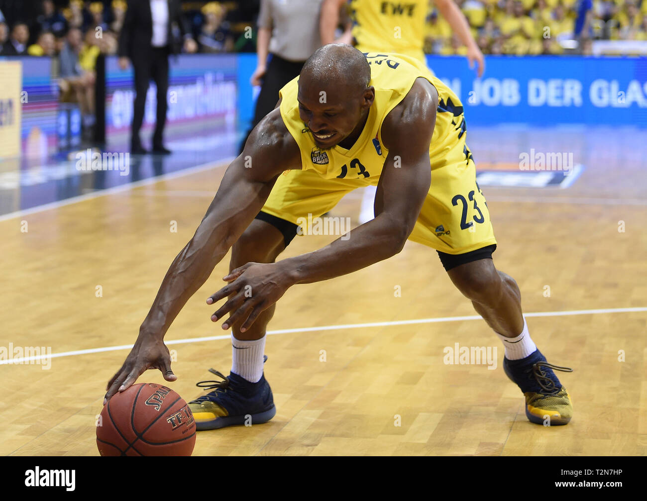 Oldenburg, Germany. 03rd Apr, 2019. Basketball: Bundesliga, EWE Baskets Oldenburg - Telekom Baskets Bonn, main round, 25th matchday. Oldenburg's Rickey Paulding is getting the ball. Credit: Carmen Jaspersen/dpa/Alamy Live News - Stock Image