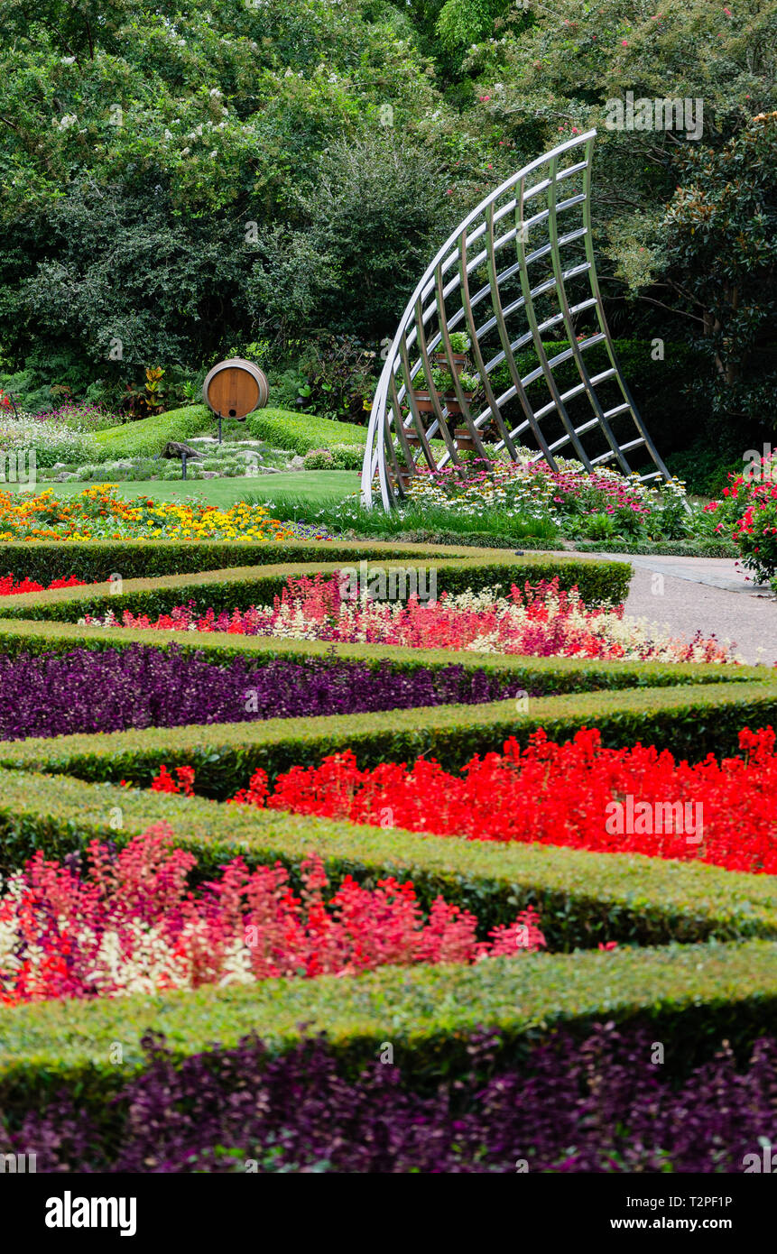 A Metal Sculpture In The Lush Surrounding Of Brisbane Botanical Gardens Stock Photo Alamy