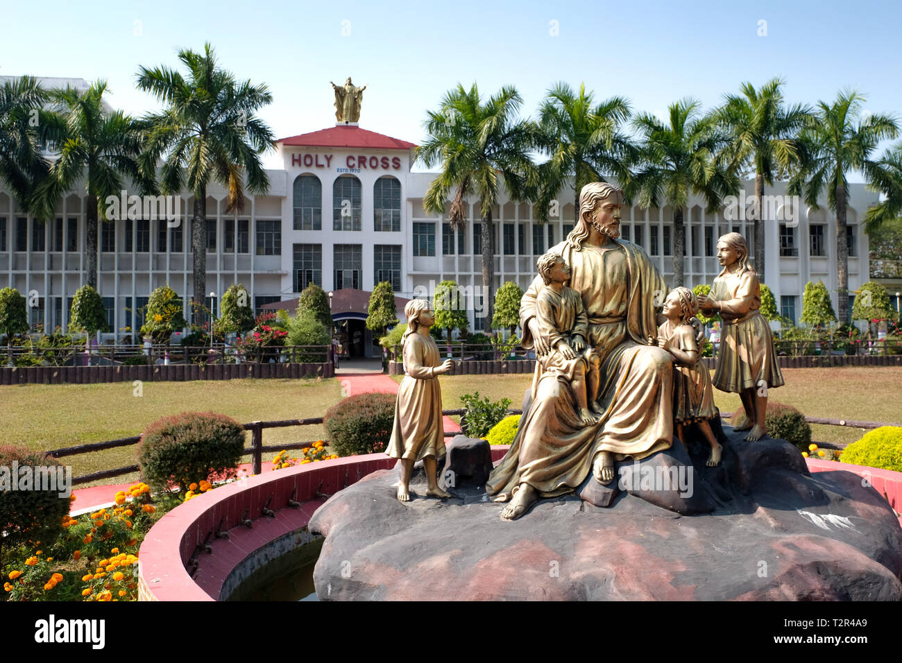Bronze statue of Jesus Christ with children in front of the Catholic Holy Cross School in Argatala, State of Tripura, Northeast India.   ---   katholische Holy Cross School in Argatala, Bundesstaat Tripura, Nordost-Indien. - Stock Image