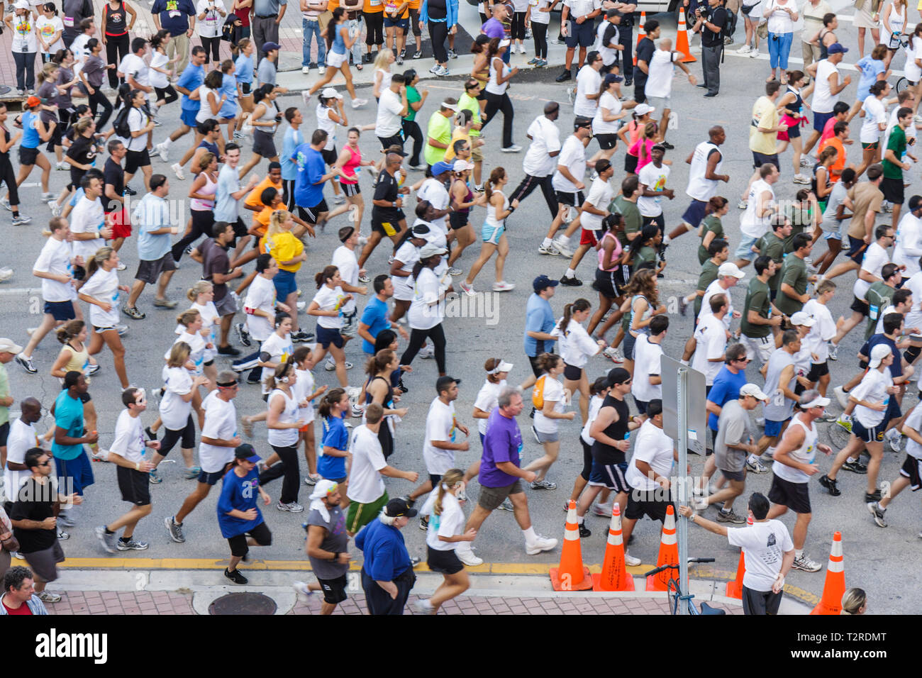 Miami Florida Bayfront Park Mercedes-Benz Miami Corporate Run community charity event runners coworkers co-workers man woman cro - Stock Image