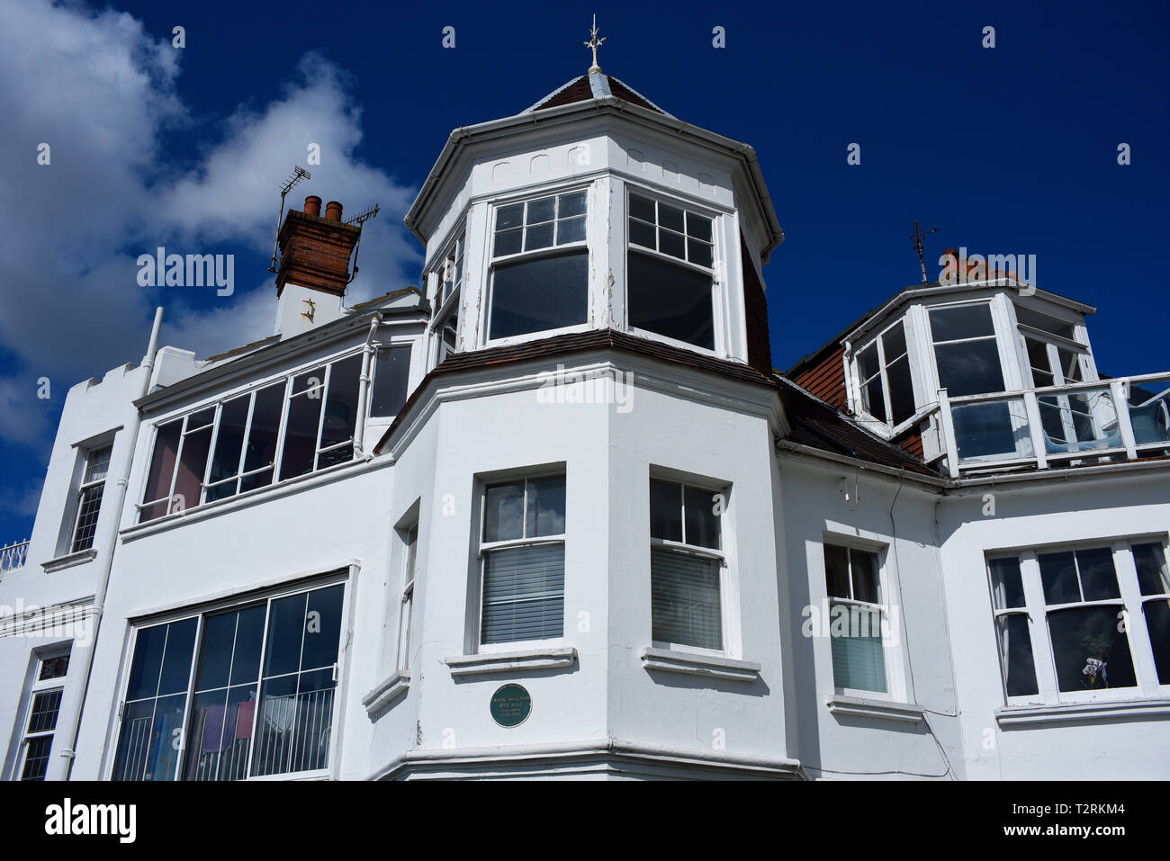 Green plaque for Frank Matcham theatre architect who lived here, Westcliff Parade, Southend on Sea, Essex, UK. Shorefield Conservation Area - Stock Image