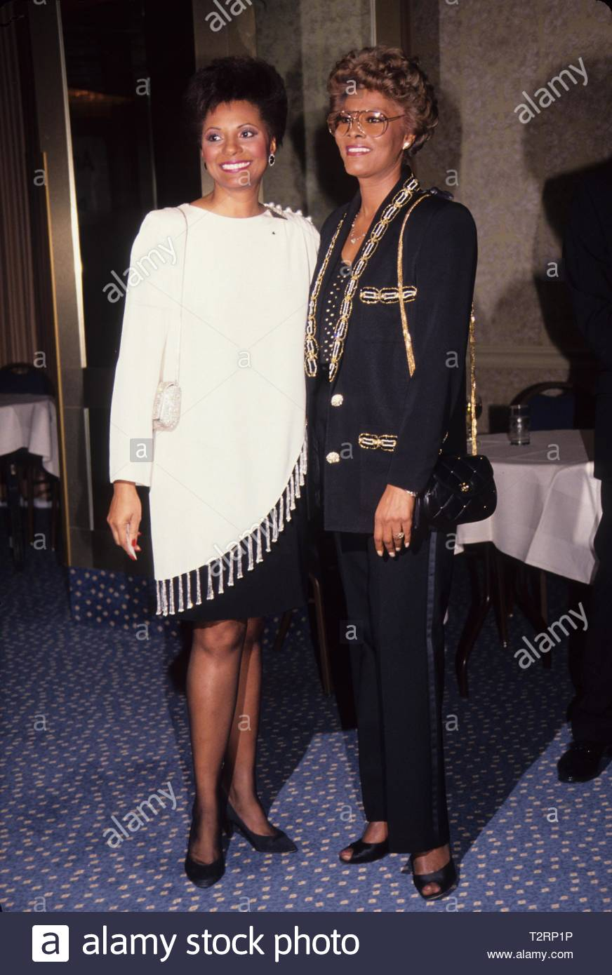 Leslie Uggams with Dionne Warwick at Core's annual Dr. Martin Luther King Jr. Awards 1992.. Credit: 4408337Globe Photos/MediaPunch - Stock Image