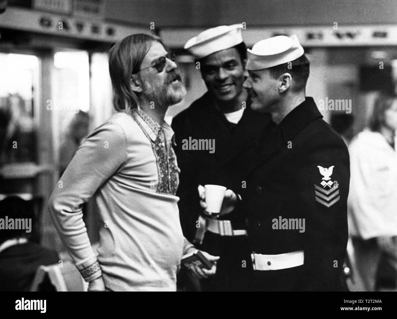 LA DERNIERE CORVEE THE LAST DETAIL 1973 de Hal Ashby Hal Ashby Otis Young  Jack Nicholson sur le tournage tournage; on set Prod DB © Columbia Pictures - Stock Image