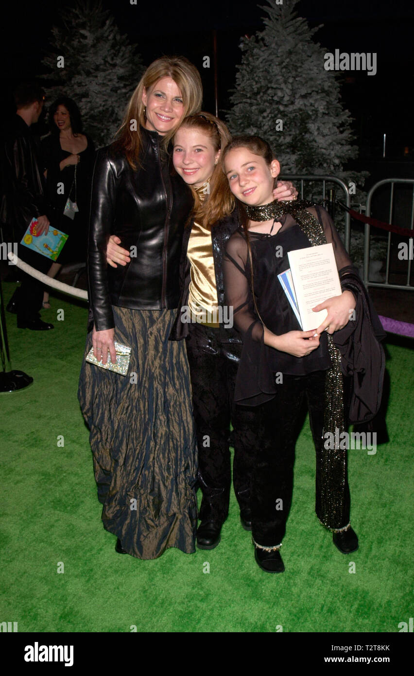 LOS ANGELES, CA. November 08, 2000: Actress MARKIE POST & daughters at the world premiere, at Universal City, of Dr. Seuss' How The Grinch Stole Christmas. © Paul Smith / Featureflash - Stock Image