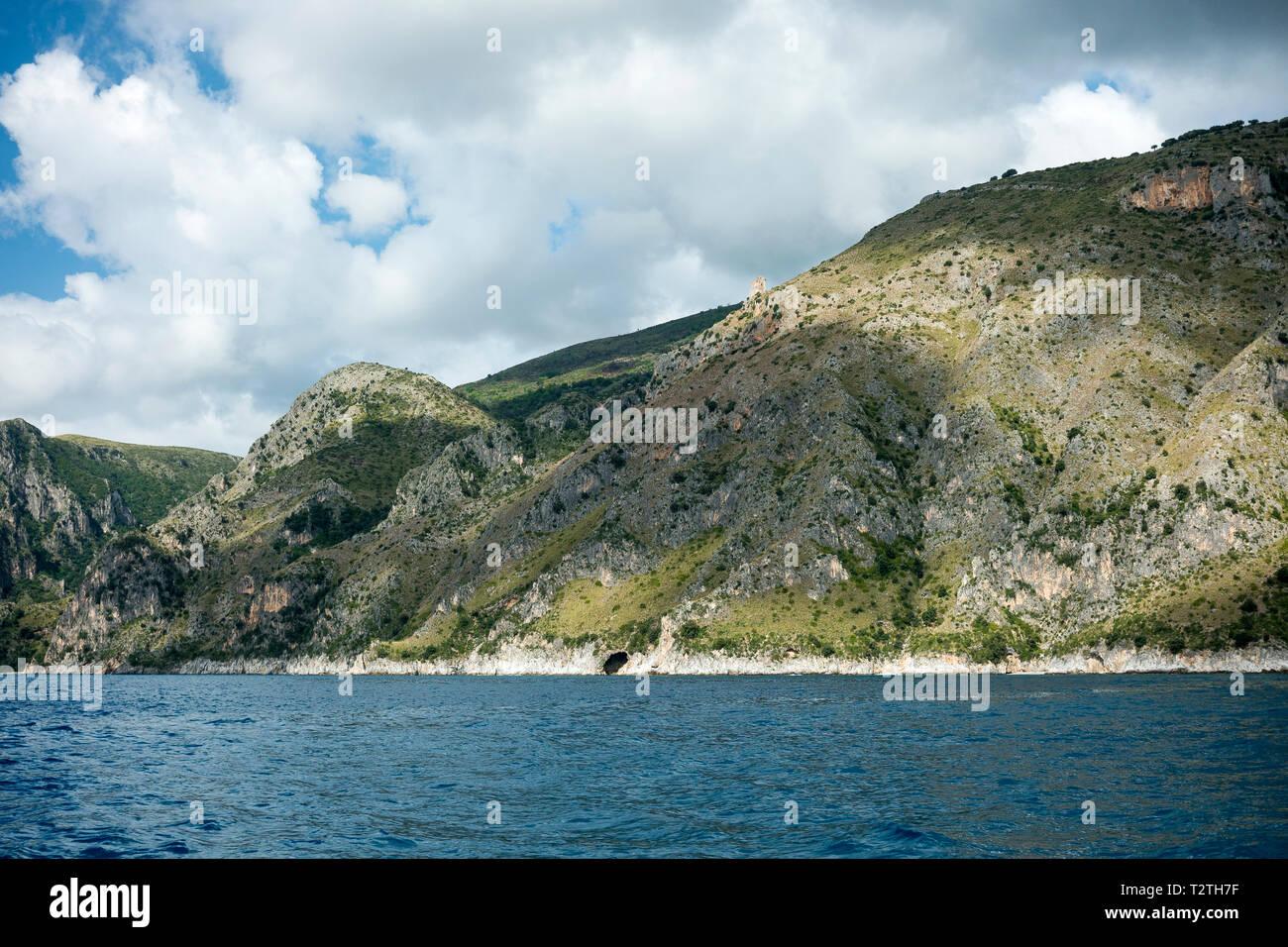 Italy, Campania, Cilento National Park,  Masseta and Infreschi Marine protected area, sea cliff - Stock Image
