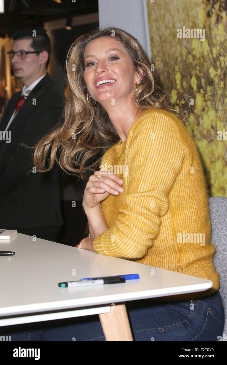Gisele Bündchen during her visit of Thalia Book Store on April 3, 2019 in Hamburg, Germany. Stock Photo