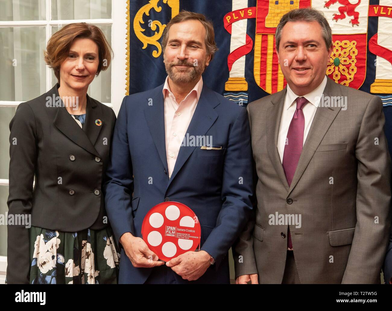 US diplomat James Costos, who was US Ambassador to Spain from 2013 to 2017, poses with Spain's Secretary of Tourism Isabel Oliver (L) and Sevilla's Mayor Juan Espadas Cejas (R) after receiving the first title of 'Honorary Ambassador' given by the Spain Film Commission (SFC) during a ceremony held in Seville, Spain, 04 April 2019. Costos was awarded in recognition of his efforts in the internationalization of the Spanish cinema and mediation in the shooting in Spain of the fifth season of the 'Game of Thrones' series as well as movies like 'The Bourne Identity' or 'Exodus'. EFE/ Raul Caro - Stock Image