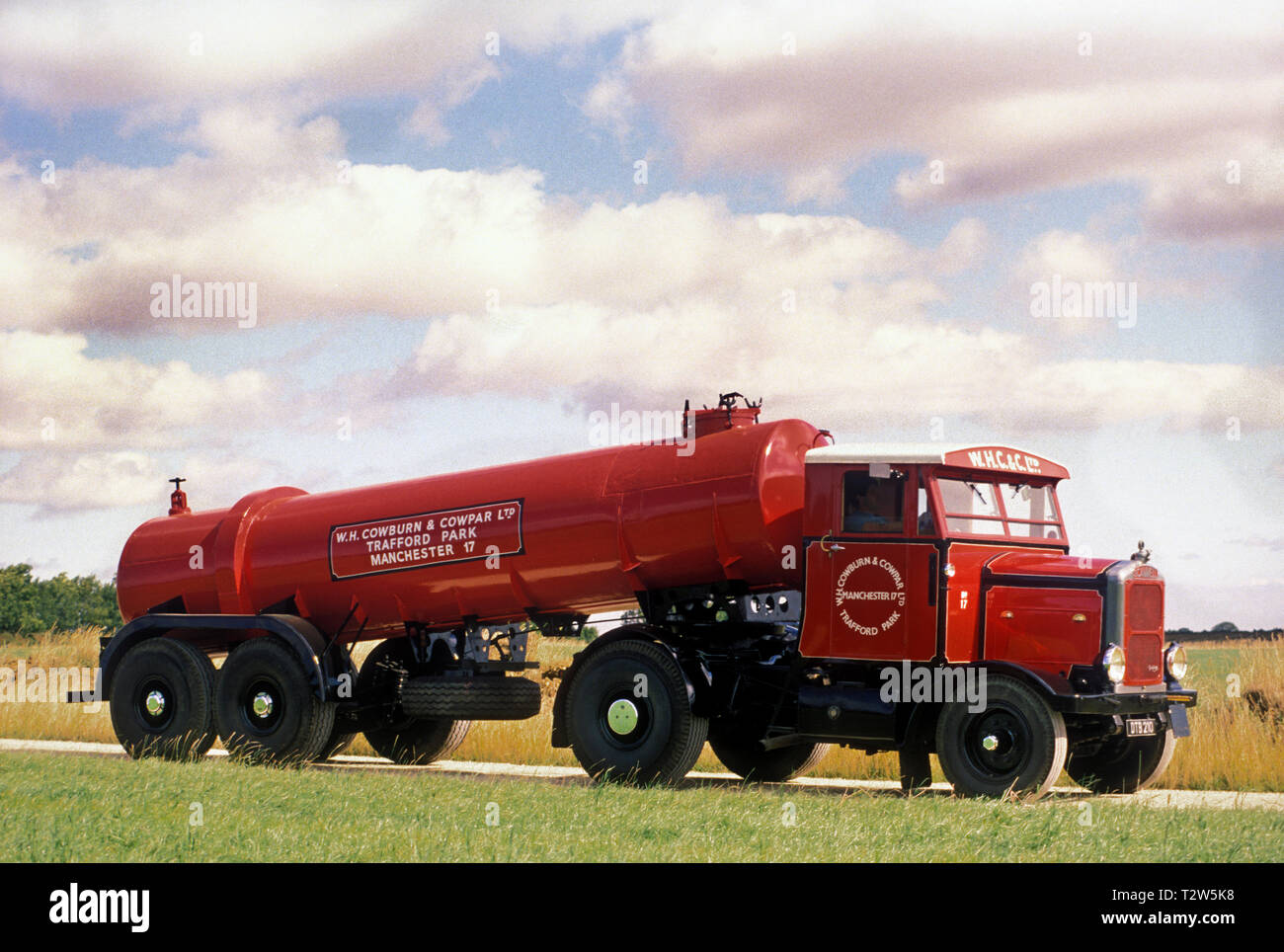 1950's Scammell Highwayman tractor unit with tanker trailer. - Stock Image