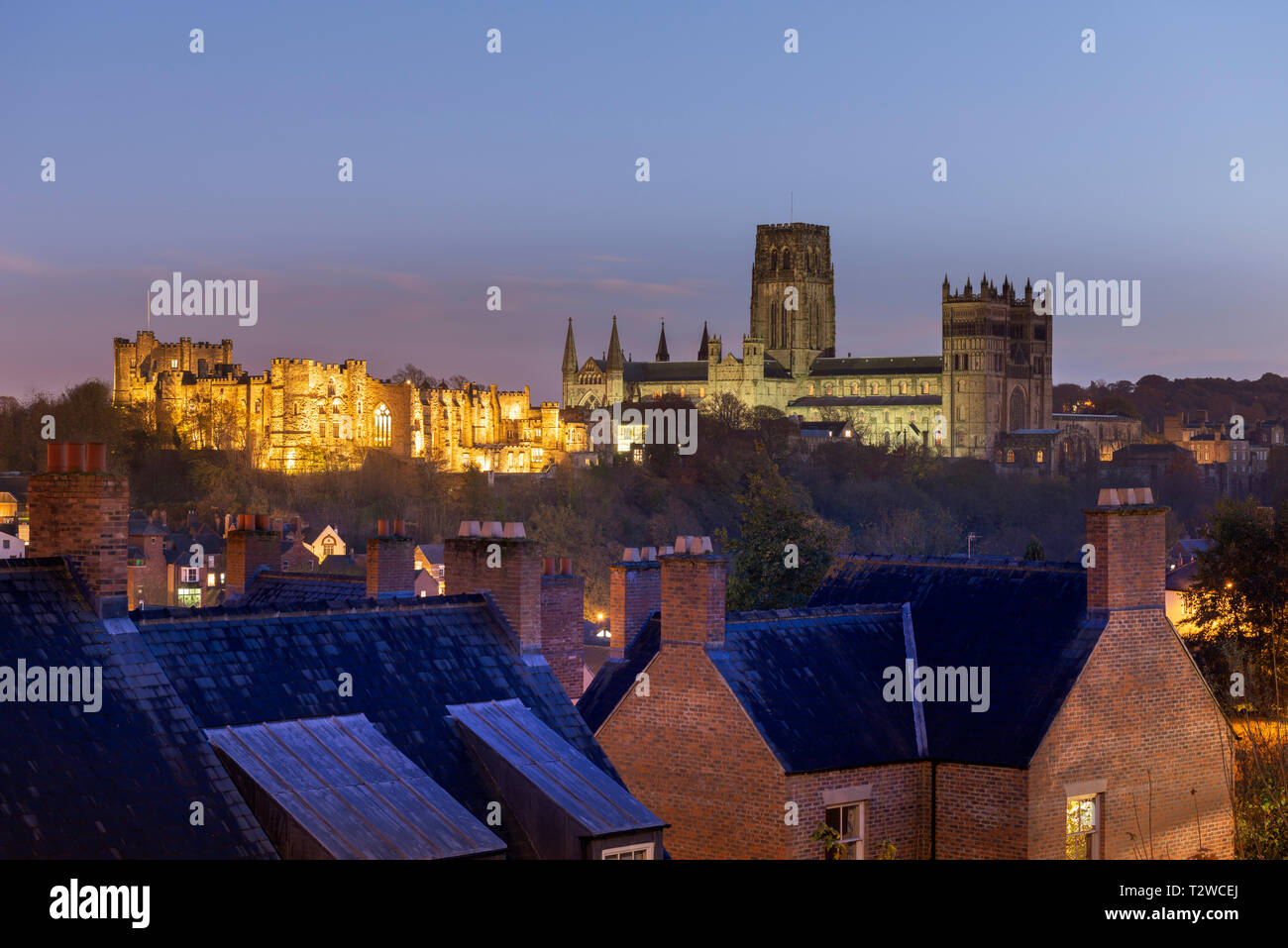 Durham Castle and Cathedral floodlit at night - Stock Image