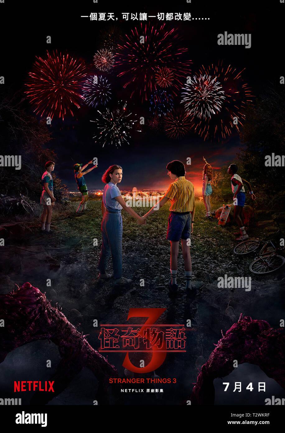 STRANGER THINGS 2016- serie TV creee par Matt Duffer et Ross Duffer affiche chinoise de la saison 3 Prod DB © Netflix - 21 Laps Entertainment / DR - Stock Image