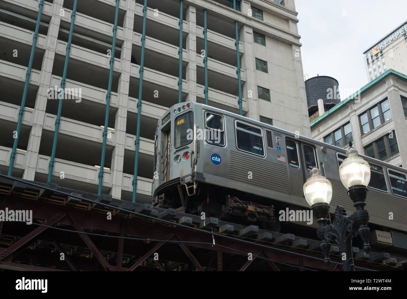 Elevated subway train, N Wabash Avenue, Chicago, Illinois - Stock Image