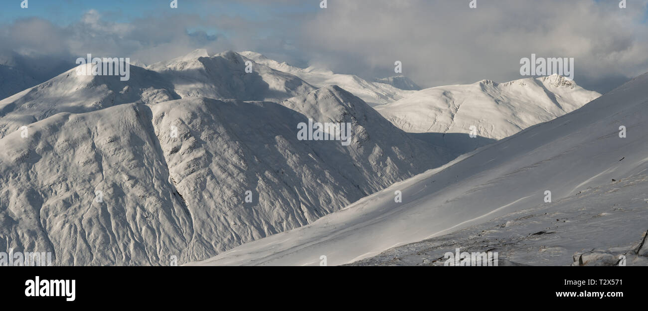 Winter in the Scottish mountains: Aonach Meadhoin , Sgurr an Fhuarail, Am Bathach and Ciste Dhubh from the slopes of A Chraileag, Scotland - Stock Image