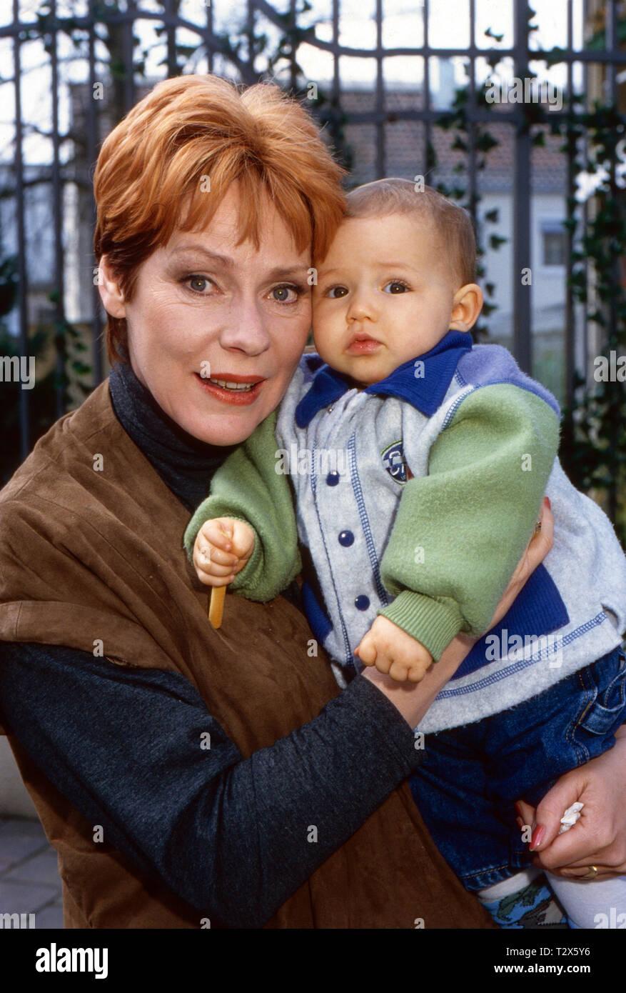 Marienhof, Fernsehserie, Deutschland 1992 - 2011, Folge 'Ronny wird erwachsen', Darsteller: Viktoria Brams, Laura Dorner - Stock Image