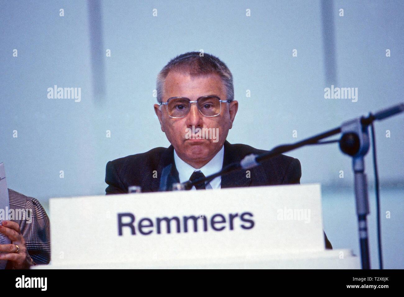 Werner Remmers, deutscher Volkswirt und Politiker, Deutschland 1990. German economist and politician Werner Remmers, Germany 1990. - Stock Image