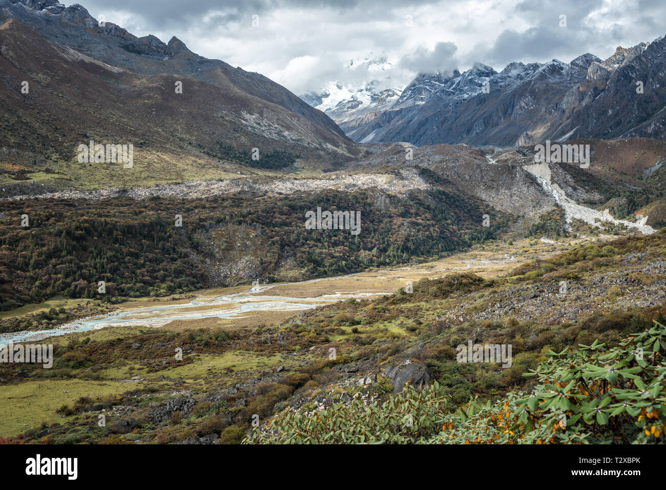 Valley between the village of Woche and Thrika camp, Gasa District, Snowman Trek, Bhutan - Stock Image