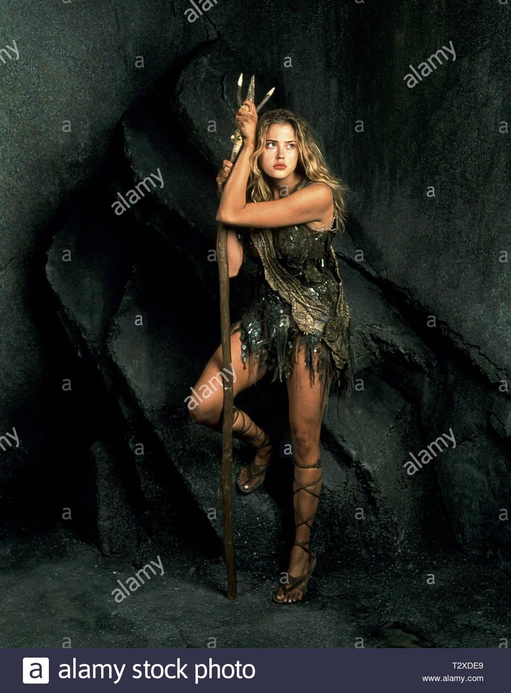 Estella Warren Planet Of The Apes 2001 Stock Photo Alamy