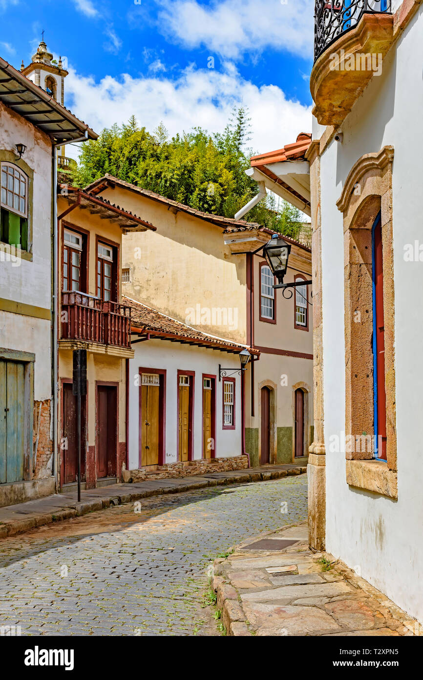 Facade of old houses built in colonial architecture with their balconies, roofs and colorful details in the historical city of Ouro Preto in Minas Ger - Stock Image
