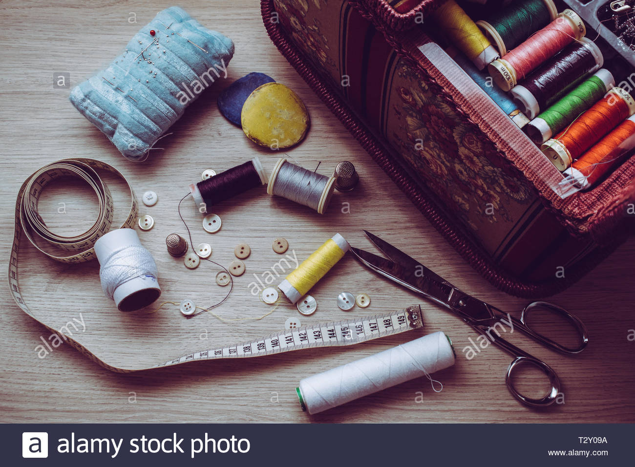 some of the tools needed to sew on a table - Stock Image