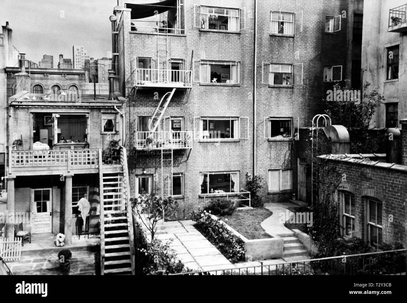 FLATS, GARDEN, REAR WINDOW, 1954 - Stock Image