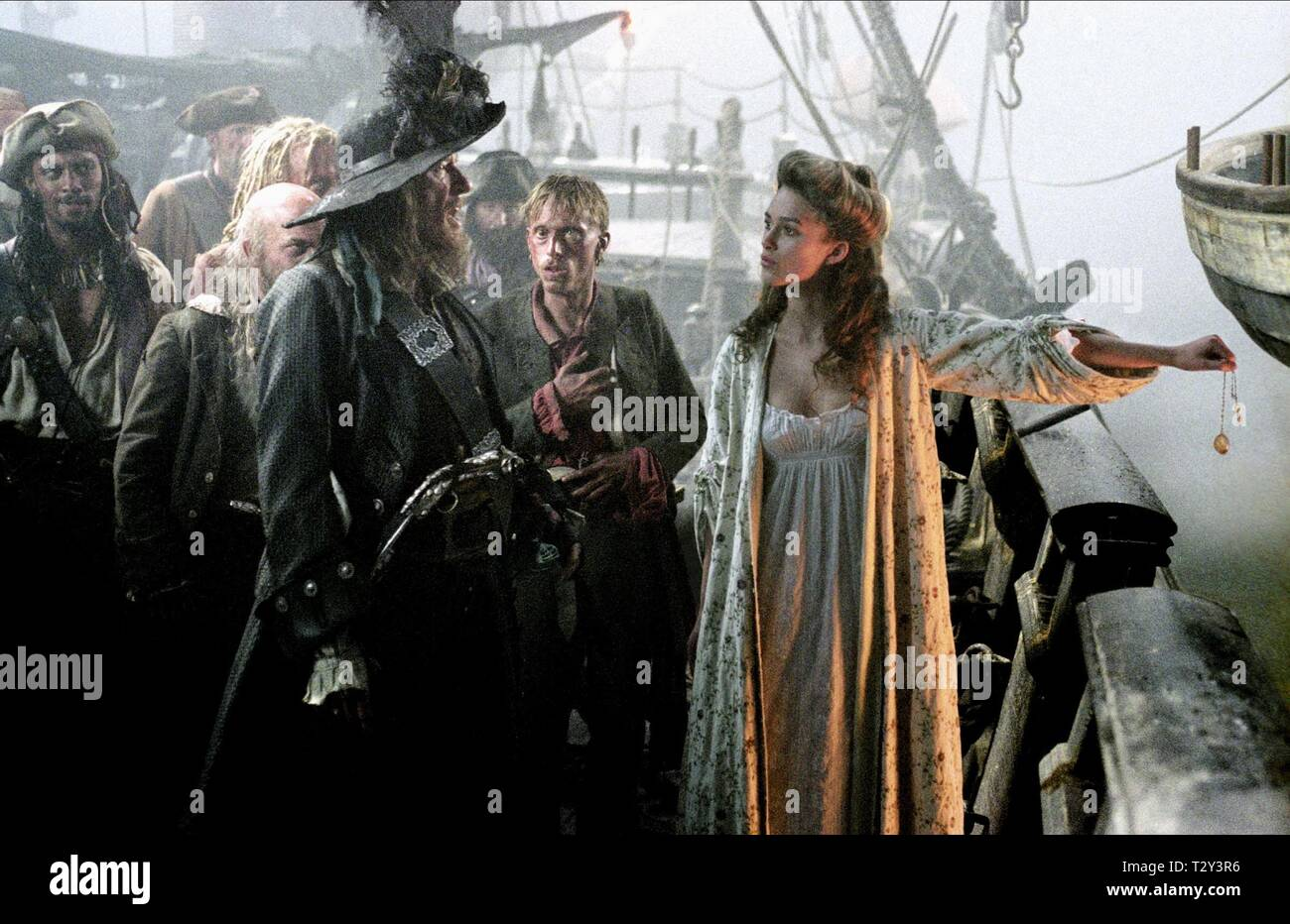GEOFFREY RUSH, MACKENZIE CROOK, KEIRA KNIGHTLEY, PIRATES OF THE CARIBBEAN: THE CURSE OF THE BLACK PEARL, 2003 - Stock Image