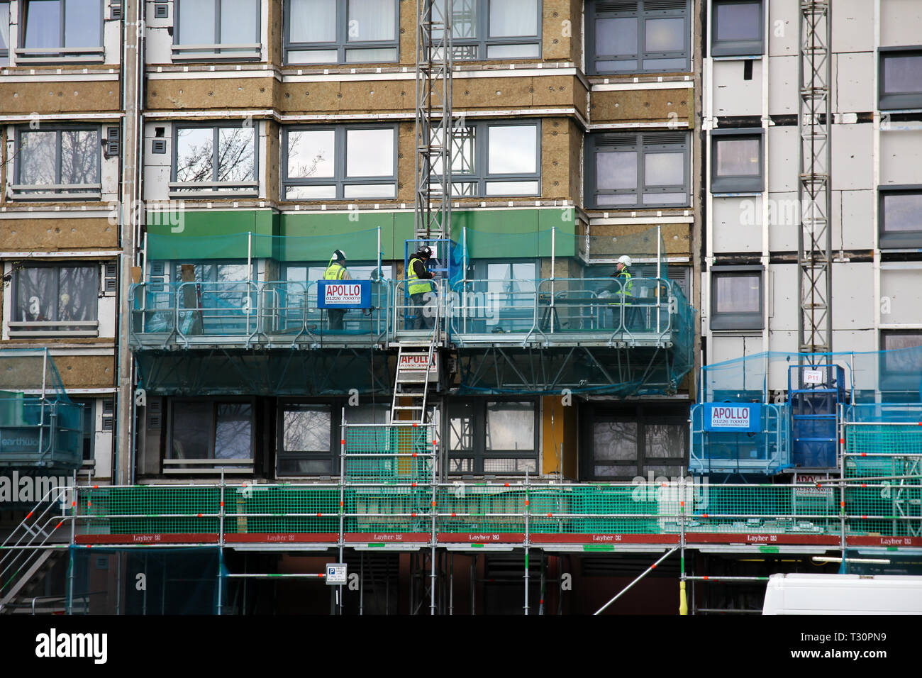 Sheffield, South Yorkshire, UK. 5th April 2019. Cladding on the Hanover Tower block in Sheffield is being replaced after failing an inspection in the wake of the Grenfell Tower fire. Credit: Alamy Live News. - Stock Image