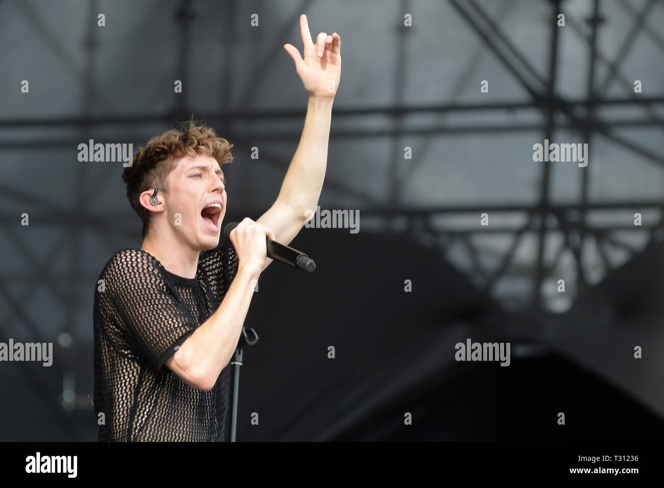 Sao Paulo, Brazil. 05th Apr, 2019. Troye Sivan performs at the Lollapalooza 2019 festival, held at the Autodromo de Interlagos in São Paulo on Friday, 05. (PHOTO: LEVI BIANCO/BRAZIL PHOTO PRESS) Credit: Brazil Photo Press/Alamy Live News - Stock Image