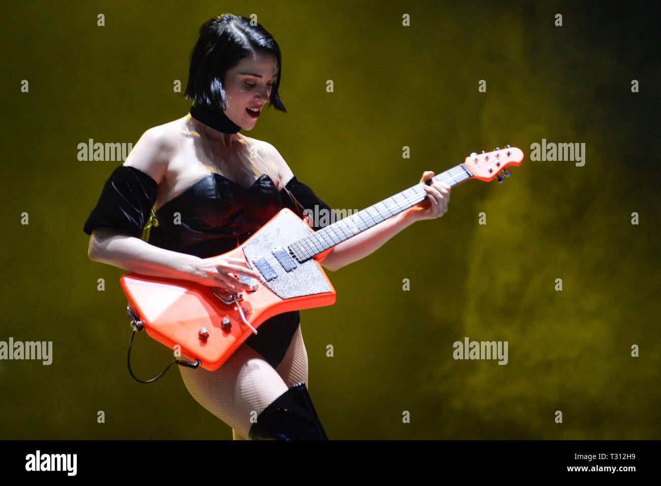 Sao Paulo, Brazil. 05th Apr, 2019. St. Vincent performs at the Lollapalooza 2019 festival, held at the Autodromo de Interlagos in São Paulo on Friday, 05. (PHOTO: LEVI BIANCO/BRAZIL PHOTO PRESS) Credit: Brazil Photo Press/Alamy Live News - Stock Image