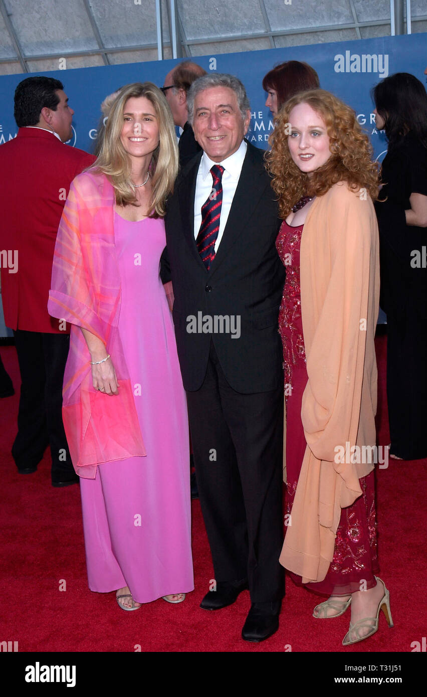 LOS ANGELES, CA. February 21, 2001: Singer TONY BENNETT & daughter ANTONIA (right) & his girlfriend SUSAN CROW at the 43rd Annual Grammy Awards in Los Angeles.  © Paul Smith/Featureflash - Stock Image