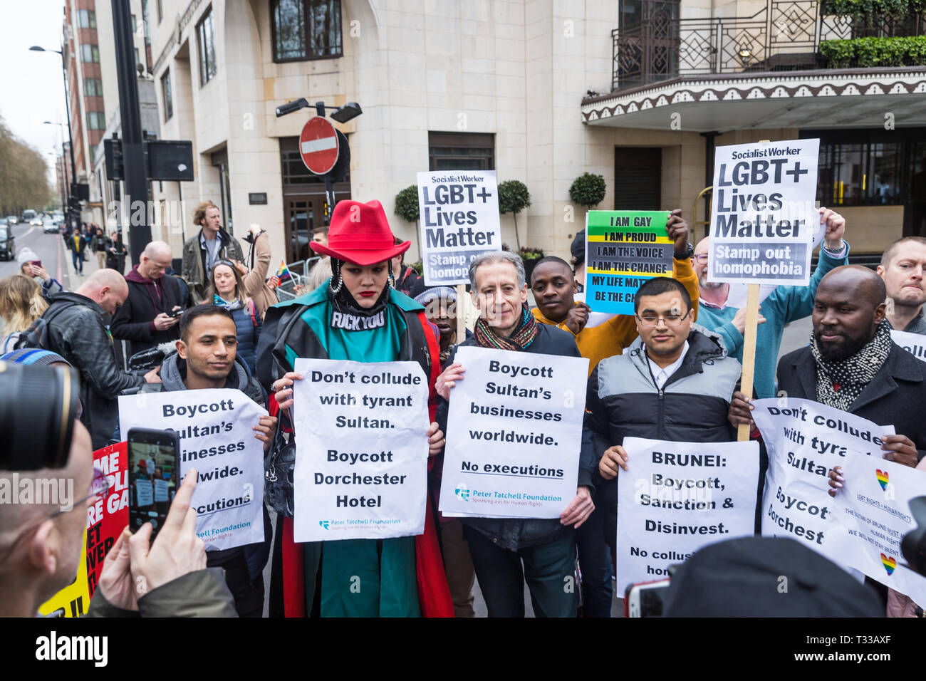 Daniel Lismore and Peter Tatchell at the protest outside The Dorchester hotel in London against the new Brunei anti-gay laws - 6 Apr 2019 - Stock Image