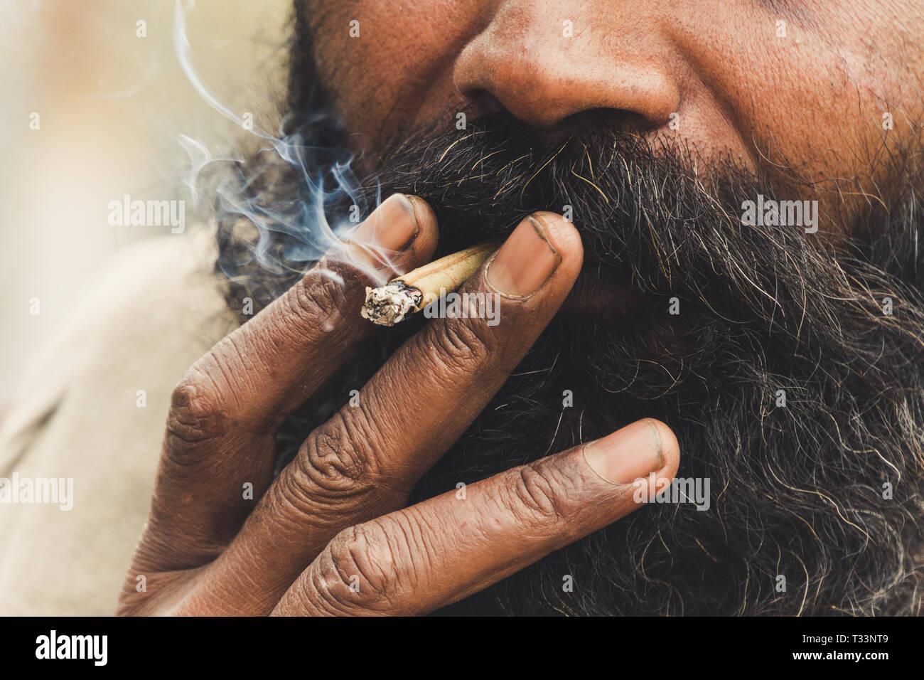 Sadhu Smoking High Resolution Stock Photography And Images Alamy