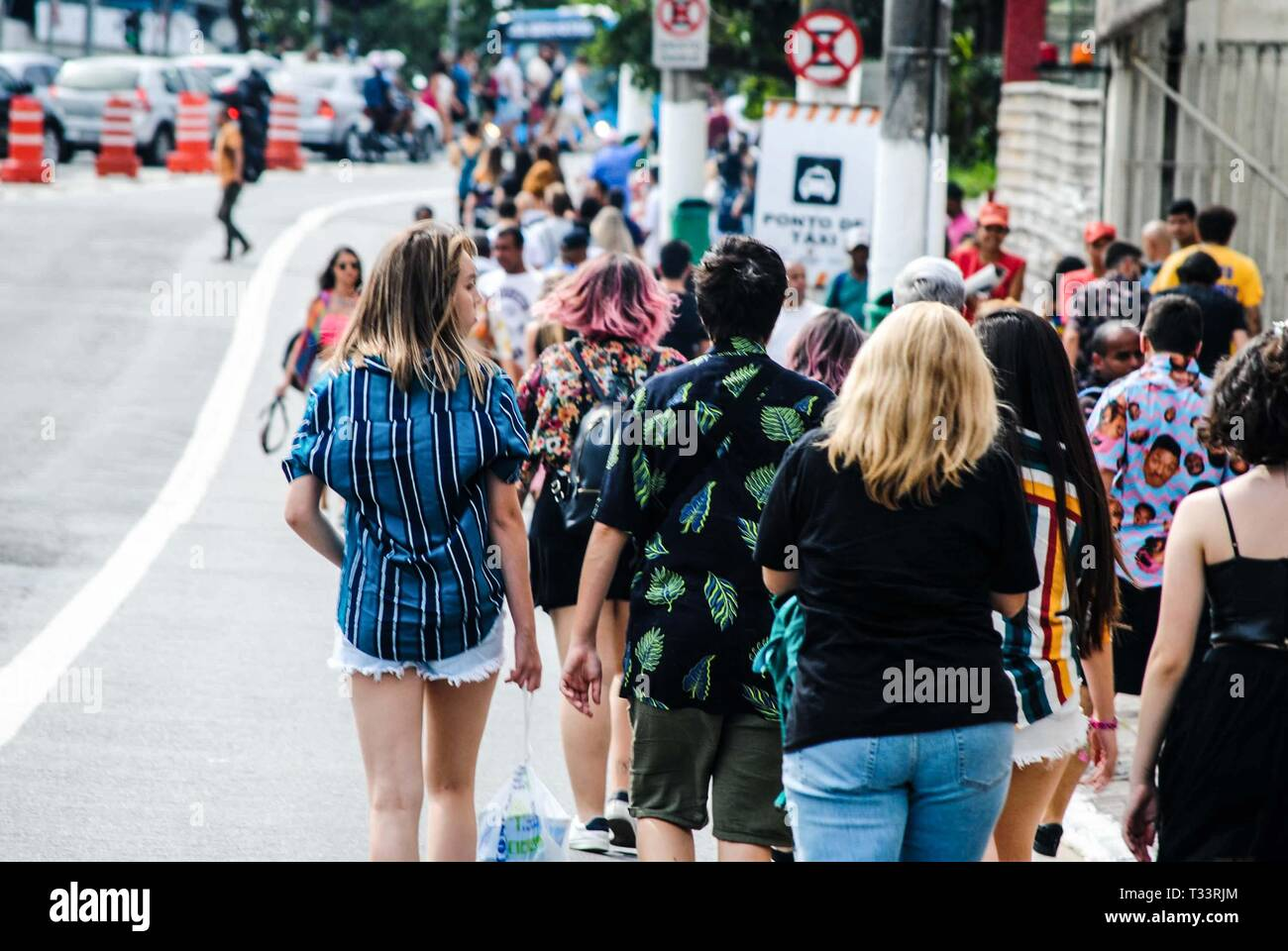 Sao Paulosp, Brazil. 05th Apr, 2019. Movement in front of the Autodromo de Interlagos, South Zone of São Paulo (SP), on the morning of this Friday (5), the first day of the Lollapalooza 2019. Credit: Adeleke Anthony Fote/Pacific Press/Alamy Live News - Stock Image