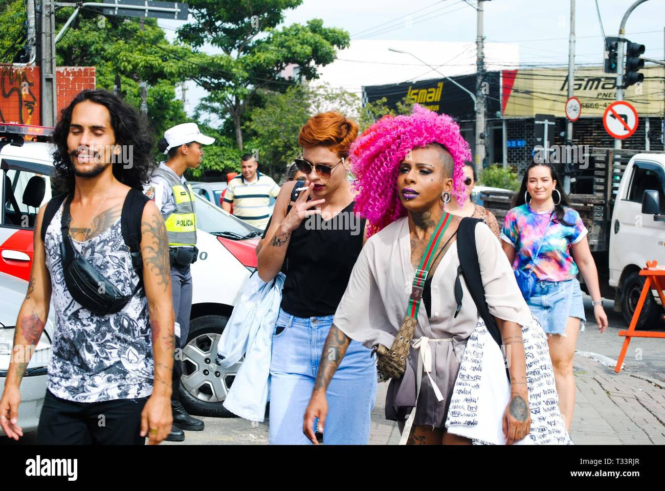 Sp, Brazil. 05th Apr, 2019. Movement in front of the Autodromo de Interlagos, South Zone of São Paulo (SP), on the morning of this Friday (5), the first day of the Lollapalooza 2019. Credit: Adeleke Anthony Fote/Pacific Press/Alamy Live News - Stock Image