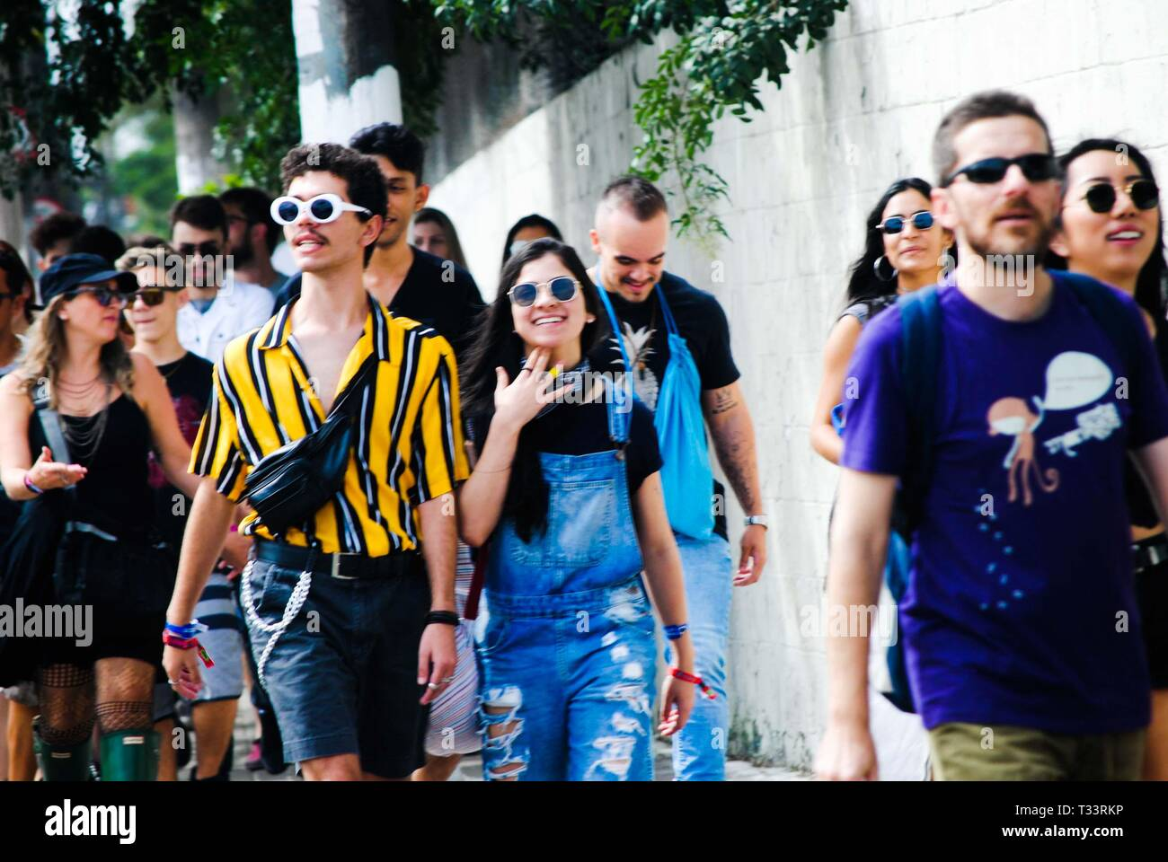 Sao Paulop, Brazil. 05th Apr, 2019. Movement in front of the Autodromo de Interlagos, South Zone of São Paulo (SP), on the morning of this Friday (5), the first day of the Lollapalooza 2019. Credit: Adeleke Anthony Fote/Pacific Press/Alamy Live News - Stock Image