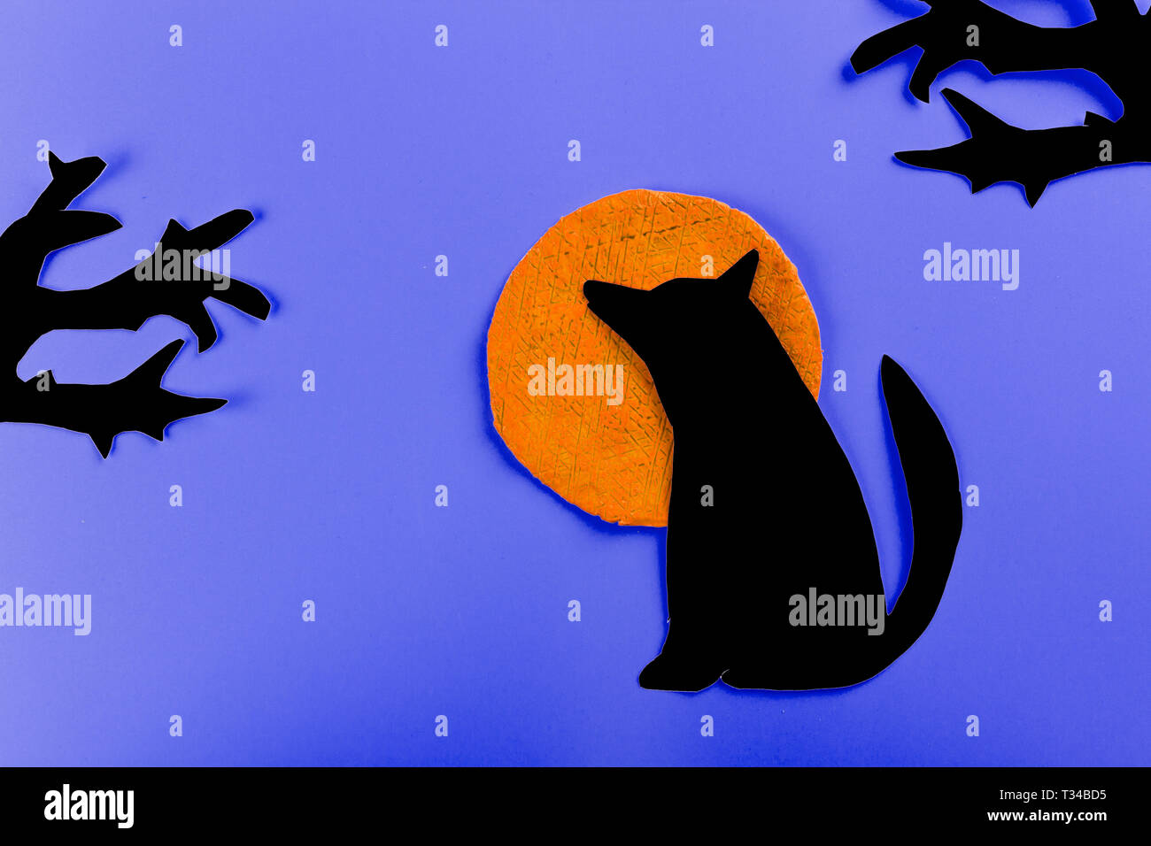 Wolf howling at the moon in the midnigt made of paper - Stock Image