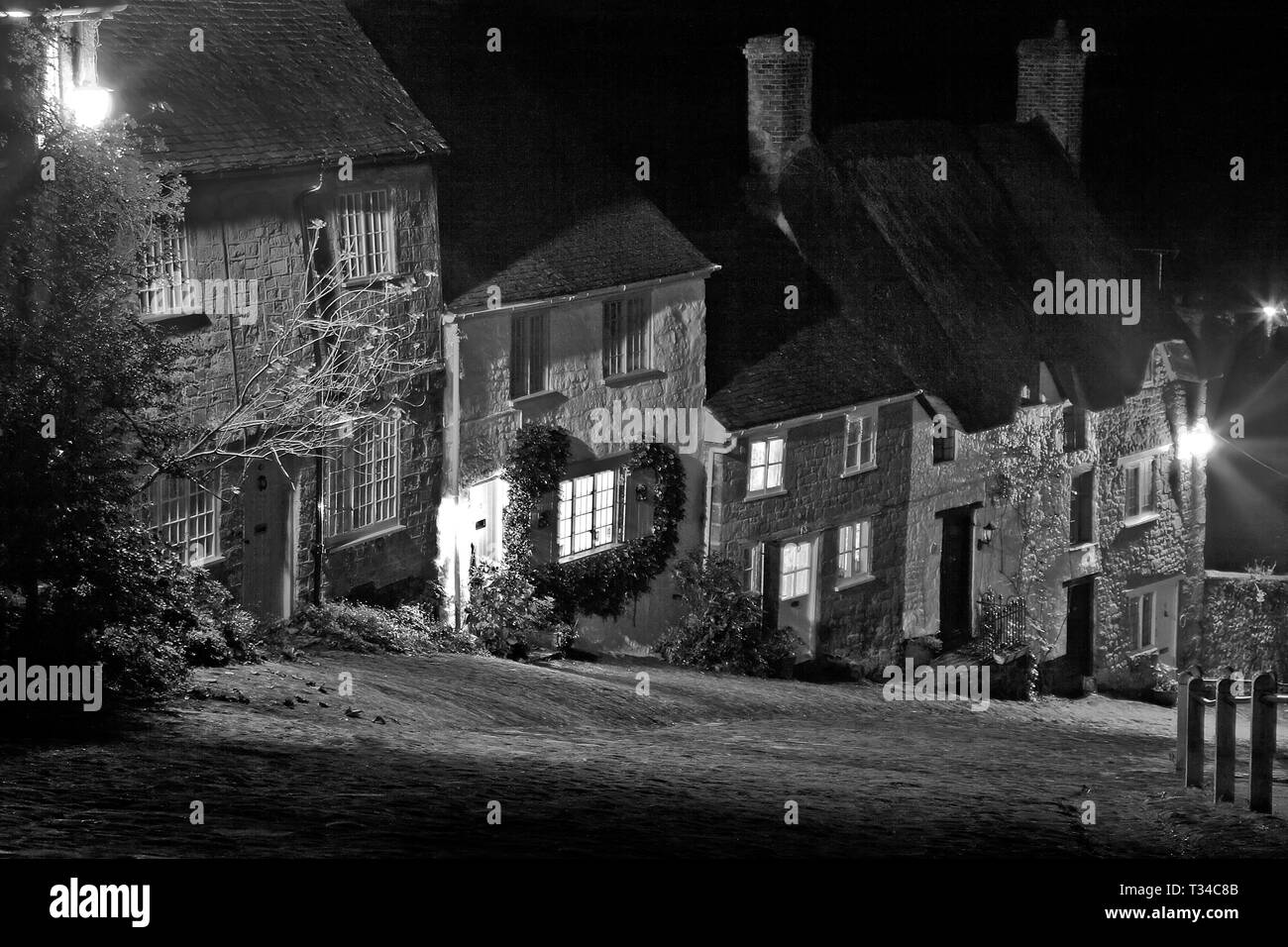 Monochrome image of Gold Hill, Shaftesbury, Dorset, UK - Stock Image