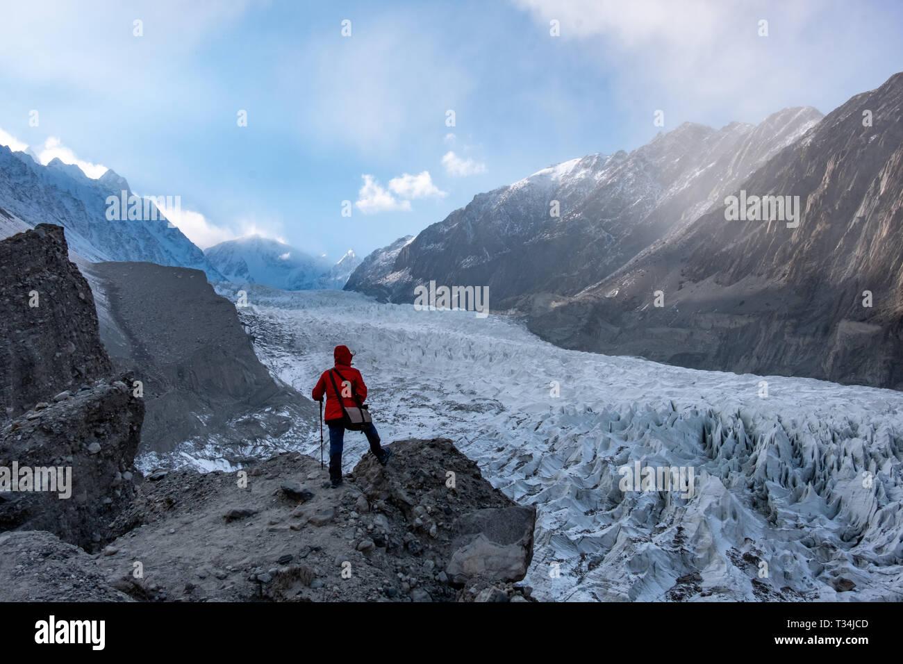 Woman looking at the Passu Glacier, Gilgit-Baltistan, Pakistan - Stock Image