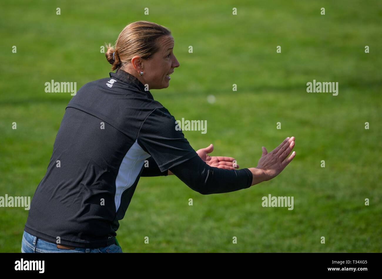Straelen, Germany. 06th Apr, 2019. Soccer: Regionalliga West, SV Straelen - SC Verl, 28th matchday. Inka Grings, SV Straelen trainer gestures. Grings is the first woman to take on a coaching position in the regional fourth division. Credit: Bernd Thissen/dpa/Alamy Live News - Stock Image
