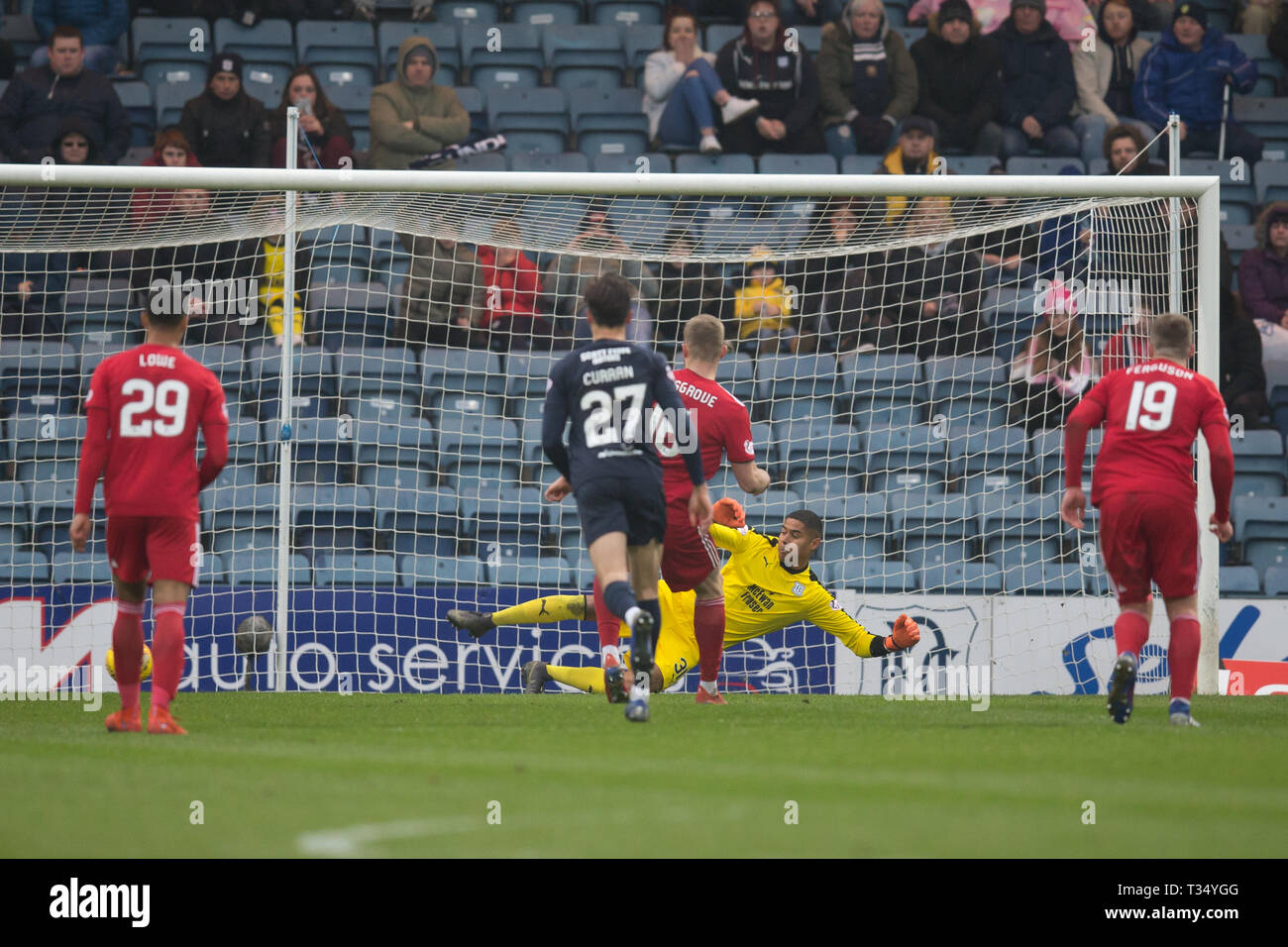 Dens Park, Dundee, UK. 6th Apr, 2019. Ladbrokes Premiership football, Dundee versus Aberdeen; Sam Cosgrove of Aberdeen scores for 1-0 from the penalty spot in the 58th minute Credit: Action Plus Sports/Alamy Live News - Stock Image