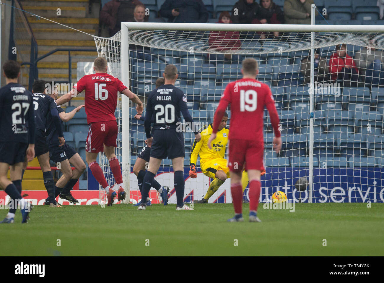 Dens Park, Dundee, UK. 6th Apr, 2019. Ladbrokes Premiership football, Dundee versus Aberdeen; Sam Cosgrove of Aberdeen scores for 2-0 in the 76th minute Credit: Action Plus Sports/Alamy Live News - Stock Image