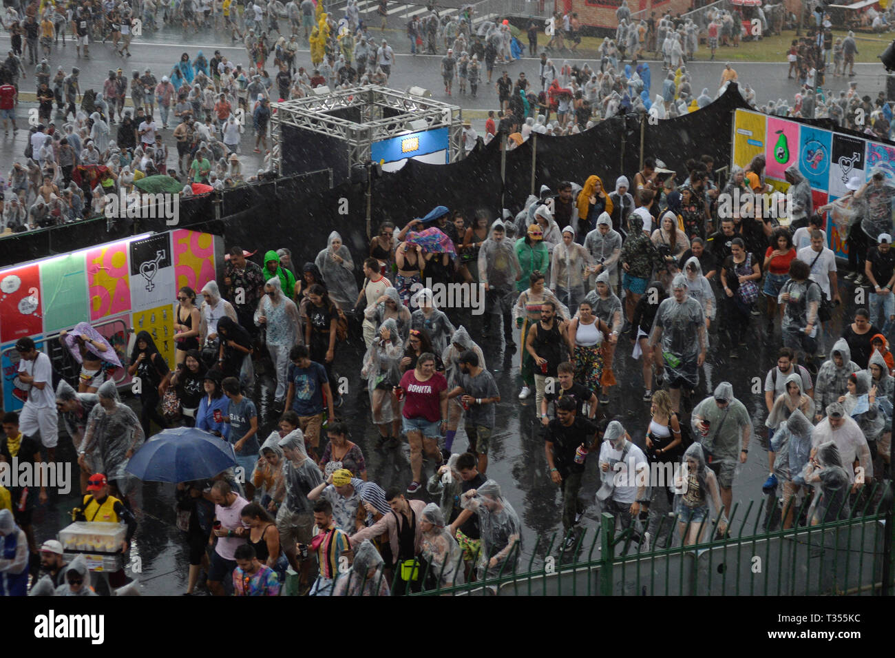 Sao Paulo, Brazil. 06th Apr, 2019. Lollapalooza 2019 Festival is interrupted and stages are cleared due to strong wind, rain rainfall possibility, held at the Autodromo de Interlagos in São Paulo this Saturday, 06. Credit: Brazil Photo Press/Alamy Live News - Stock Image