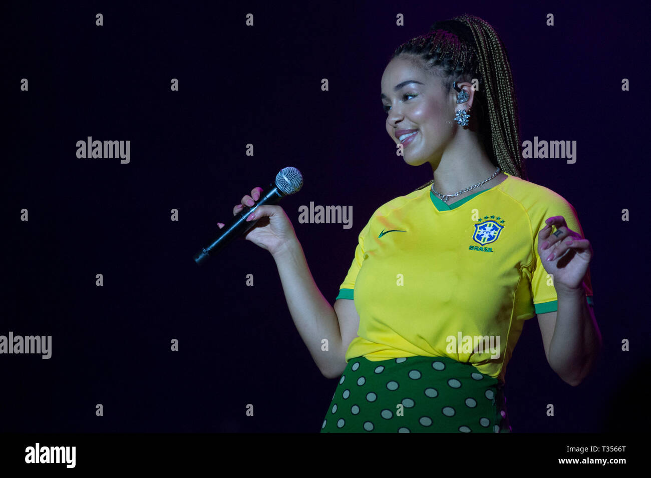 Sao Paulo, Brazil. 06th Apr, 2019. Jorja Smith performs at the Lollapalooza 2019 festival, held at the Autodromo de Interlagos in São Paulo this Saturday, 06. (PHOTO: LEVI BIANCO/BRAZIL PHOTO PRESS) Credit: Brazil Photo Press/Alamy Live News - Stock Image